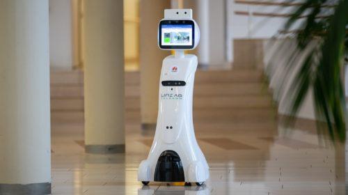 5G robotický pomocník v centru pro seniory